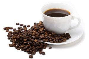 Кофе в чашке и в зернах