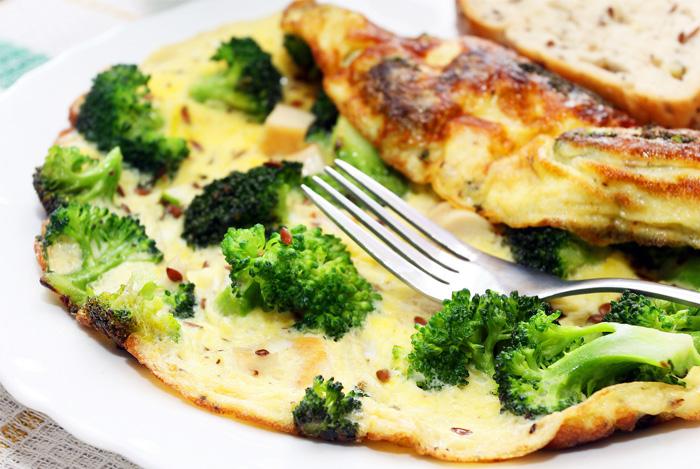 Омлет с броколи и сыром
