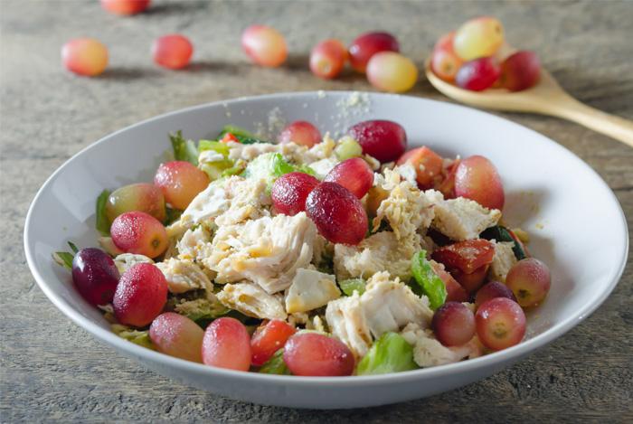 salat-s-kuricey-i-vinogradom