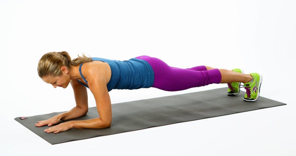 Упражнение планка для упругой груди