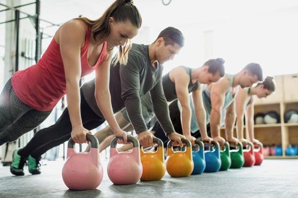 Тренировки с весом помогают сделать живот плоским