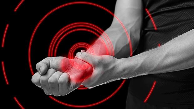 Что делать, если болит запястье правой или левой руки