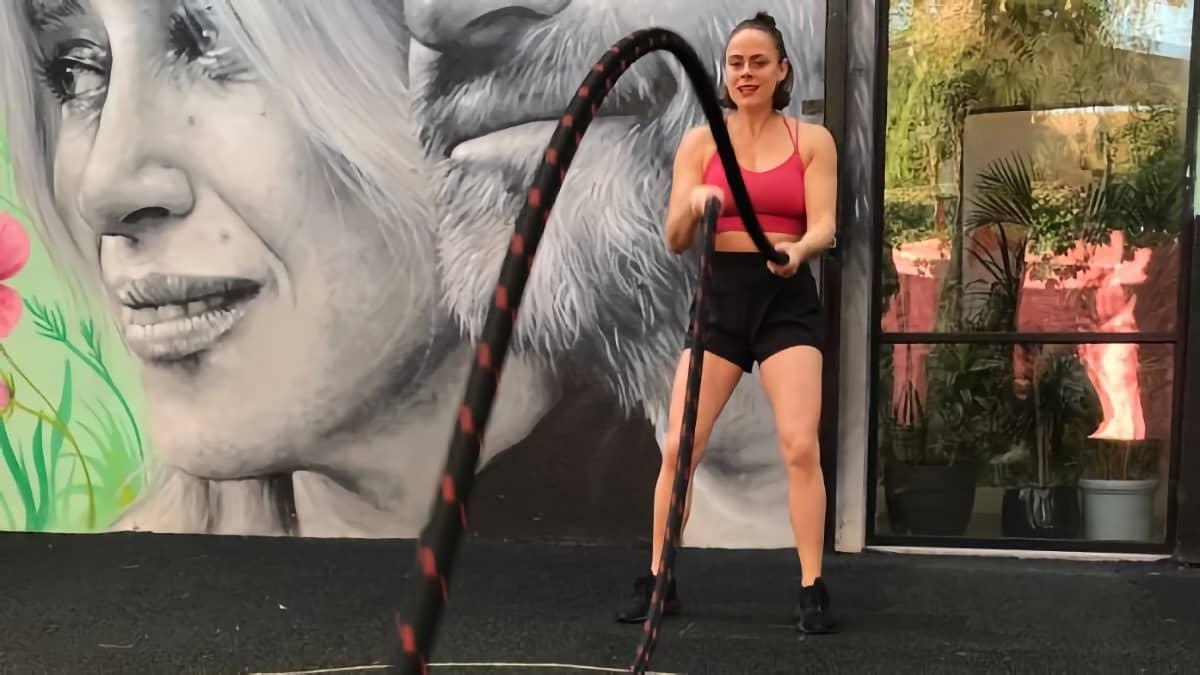Упражнения с канатом